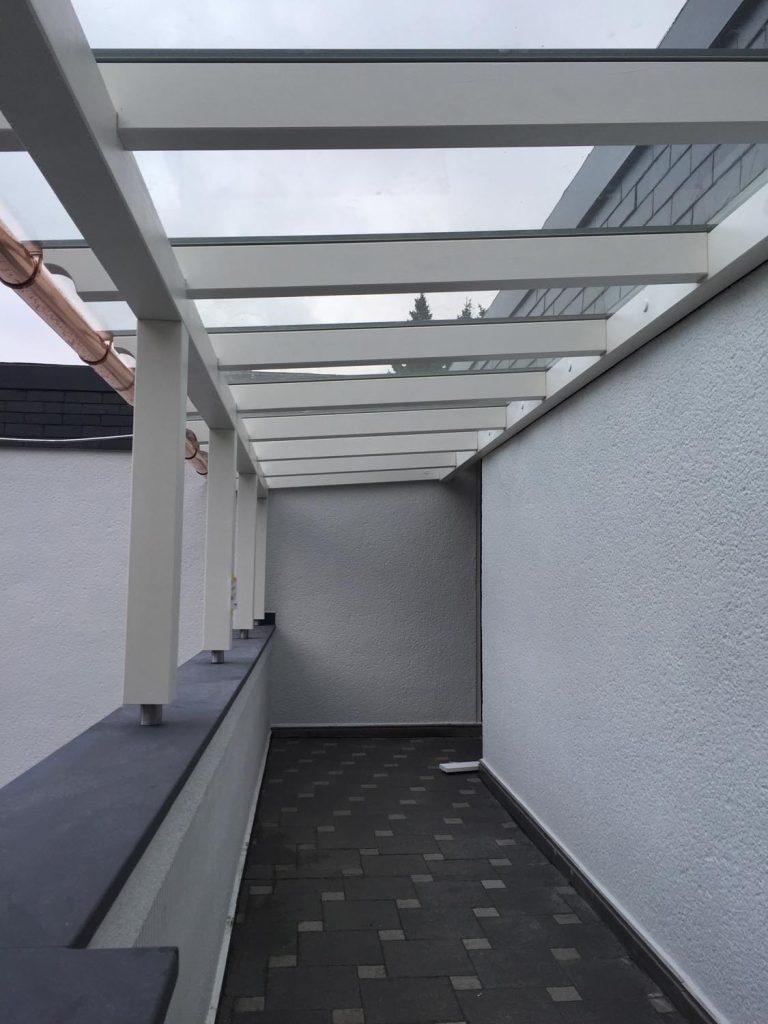Arbeiten mit Glas - Boris Girkin Schreinermeister/Schreinerei Solingen: Altbausanierung Solingen, Beseitigung von Einbruchschäden, Innenausbau und Ladenbau.