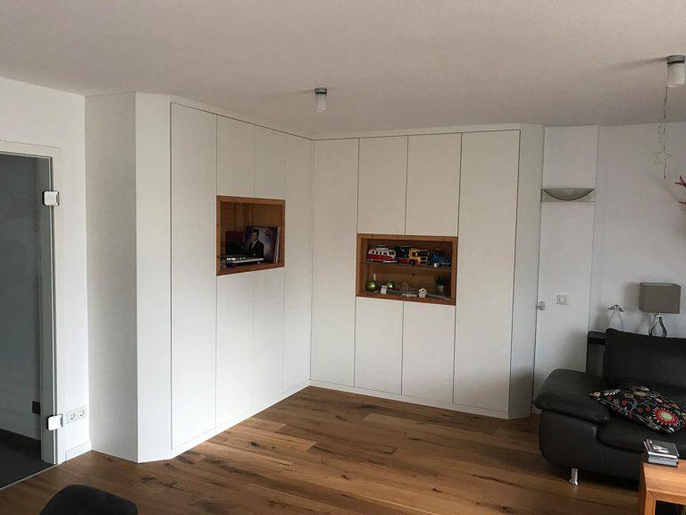 Innenausbau - Boris Girkin Schreinermeister/Schreinerei Solingen: Altbausanierung Solingen, Beseitigung von Einbruchschäden, Innenausbau und Ladenbau.
